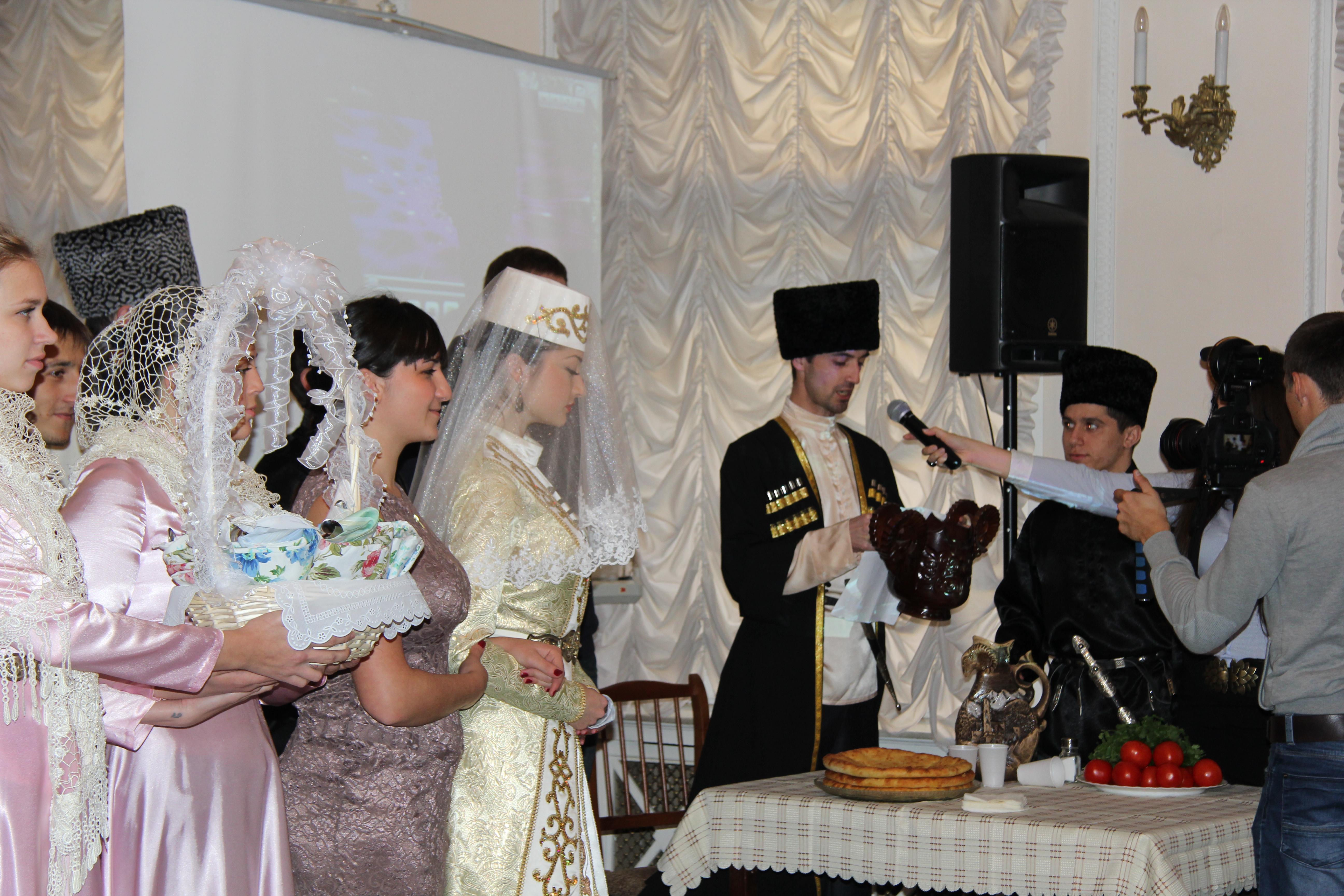 Кавказские тосты женщинам и мужчинам 33
