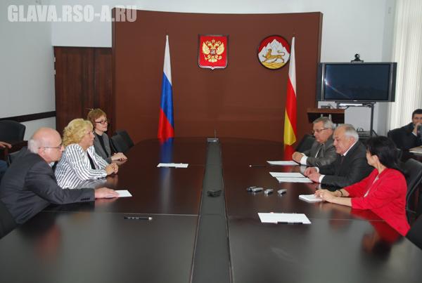 Таймураз Мамсуров встретился с группой ведущих российских врачей-фтизиатров
